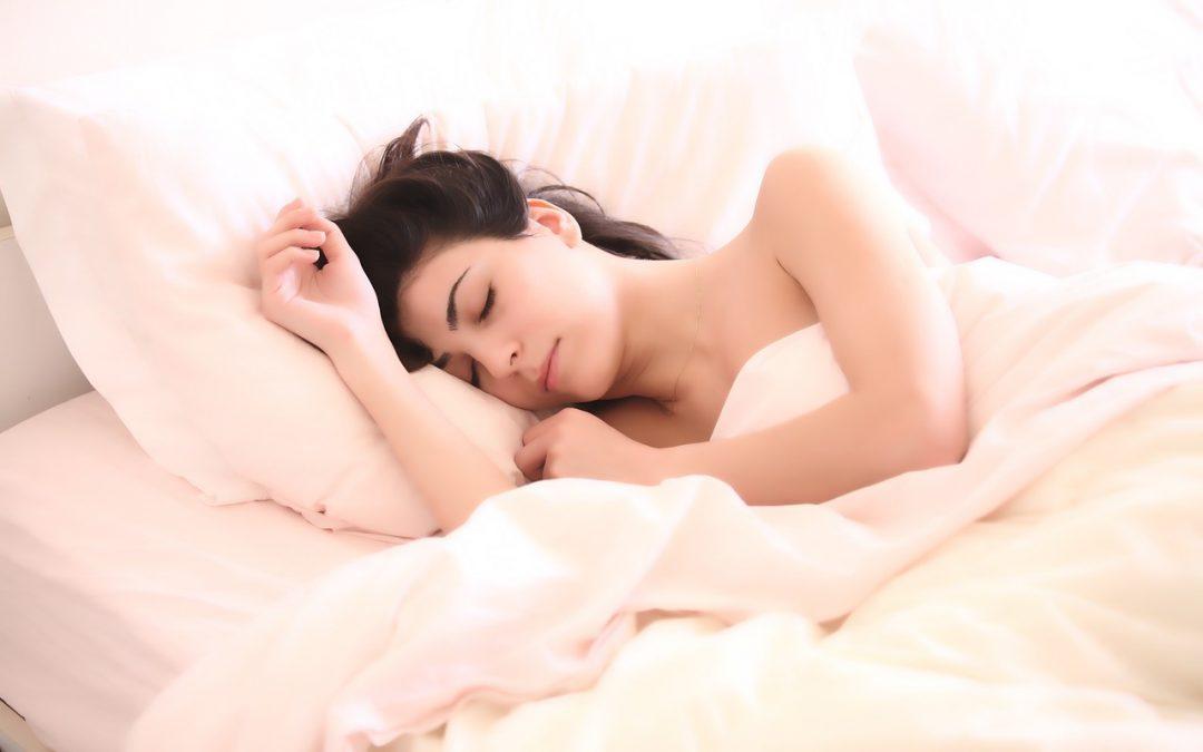 Нощна грижа за лицето – кога да започнем, д-р Димова отговаря